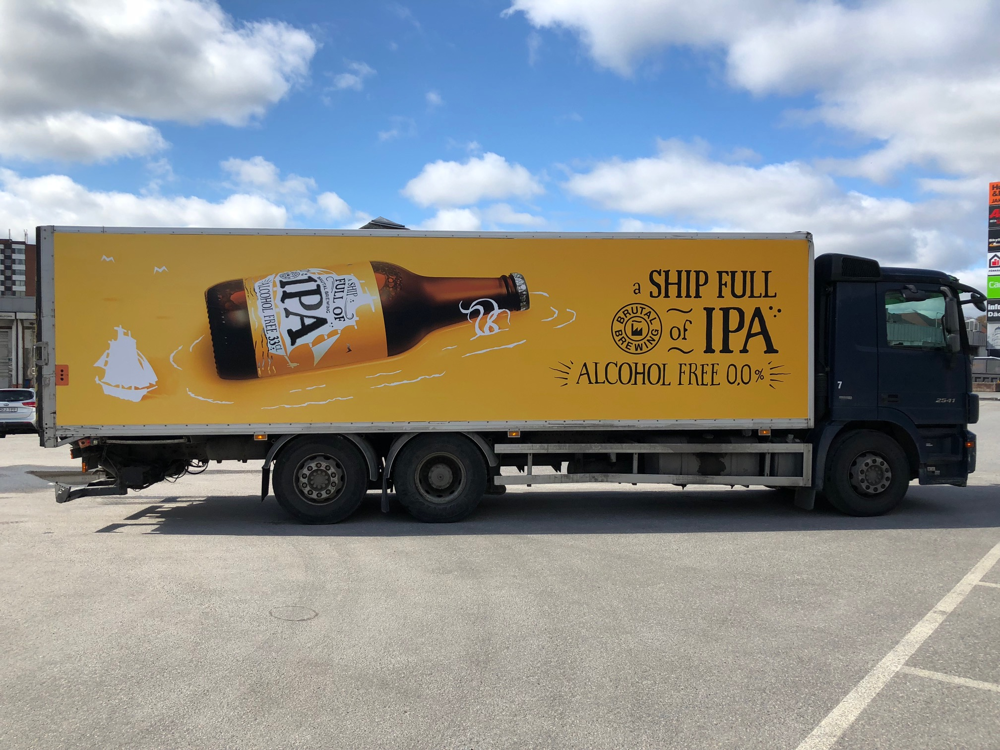 Lastbil med A Ship Full of IPA 0,0-branding
